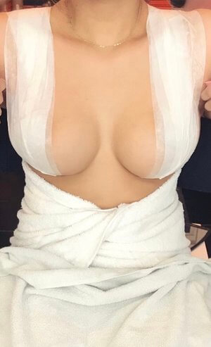 how-to-tape-your-breasts-up